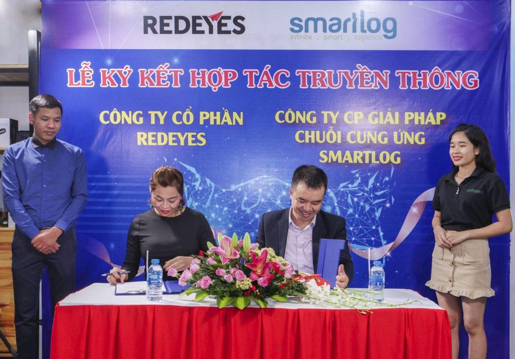 Lễ ký kết hợp tác truyền thông smartlog và redeyes